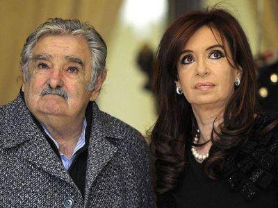 Cristina Kirchner y Mujica viajarán juntos a Perú