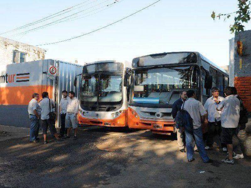 Qunice l�neas del transporte urbano de pasajeros no salieron a la calle por un paro de choferes