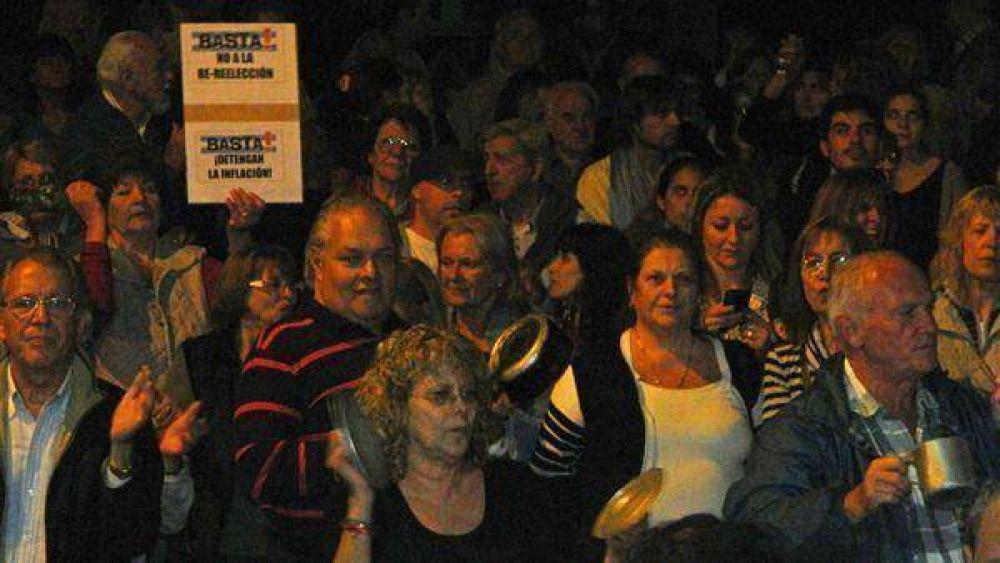 Multitudinario cacerolazo en Escobar contra el gobierno nacional