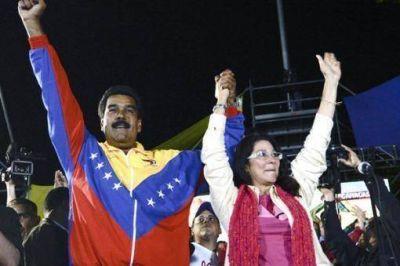 Maduro jura como presidente con una gran movilización popular