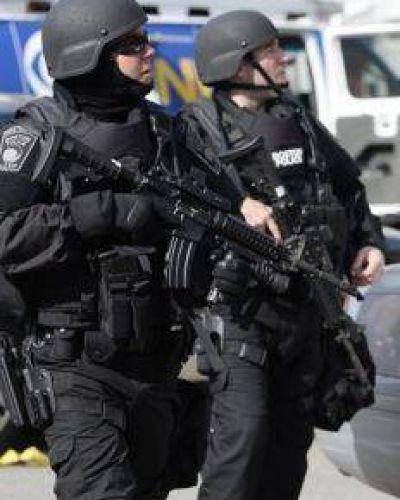 La policía mató a un sospechoso de los atentados en Boston
