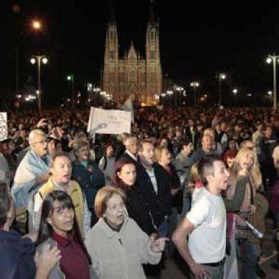Las cacerolas sonaron fuerte en Plaza Moreno