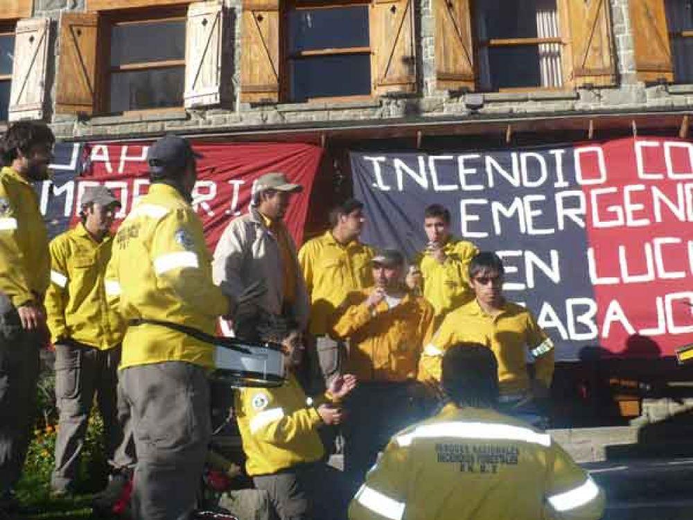 Trabajadores volvieron a protestar frente a la intendencia de Parques