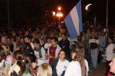Una multitud copó la Plaza Independencia para protestar en contra del Gobierno Nacional
