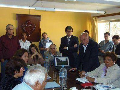 Torres en Lastenia: concejales aclaran que no hay definiciones