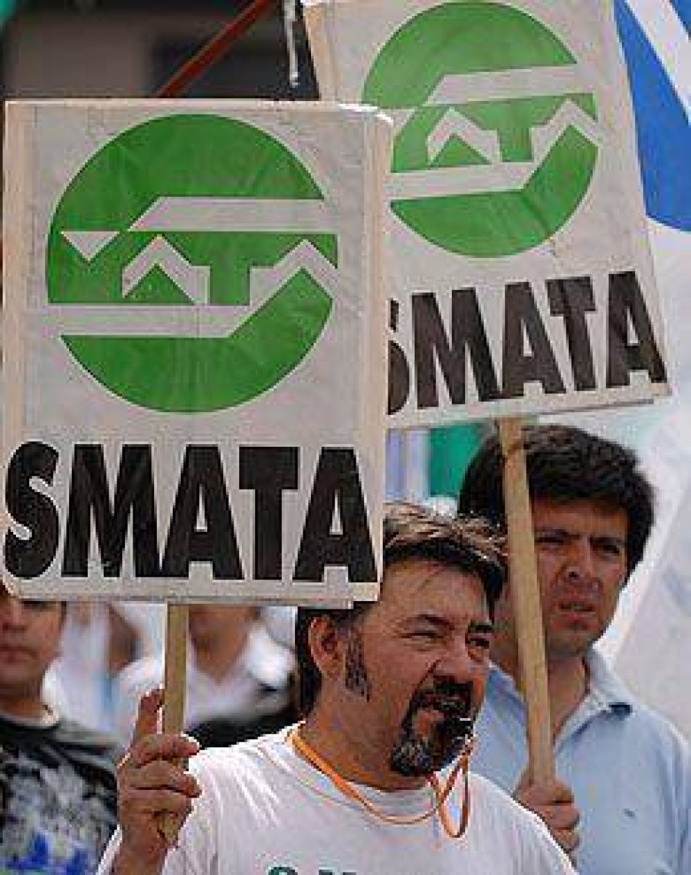 No hubo acuerdo entre Ford y SMATA por despidos, pero seguirán negociando