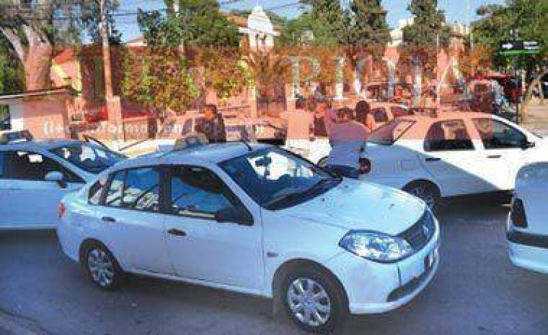 Denuncian irregularidades del Municipio en las licencias de taxis