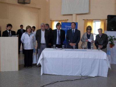 Día de estrenos y reclamos ante la visita de Weretilneck a Catriel