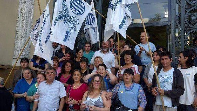 ATE protestó en el Hall del Municipio de Vicente López