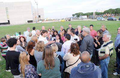 Una protesta de vecinos impidió el cercamiento de la Canchita de los Bomberos