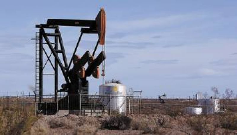 Peligra el abastecimiento por un paro petrolero en Santa Cruz: viaja hoy Cristina