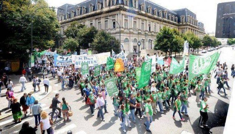 Borda: médicos bonaerenses se suman a la marcha