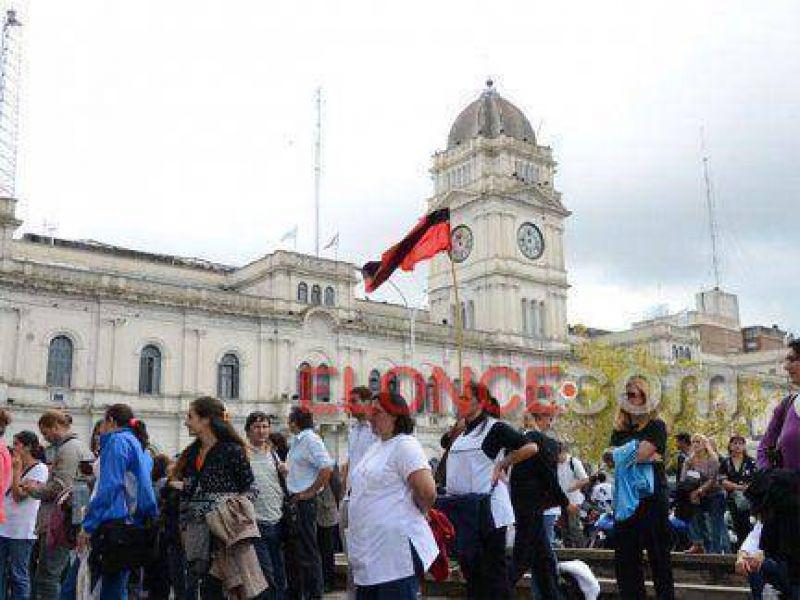"""Agmer Paraná realizará """"una olla popular"""" frente a Casa de Gobierno por reclamo salarial"""