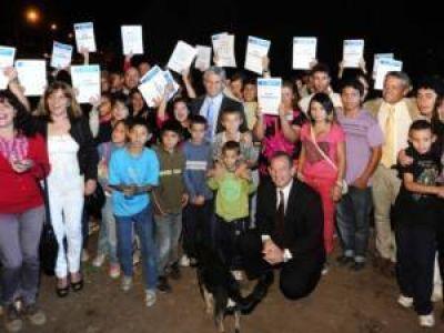 Plan Solidaridad: adjudicaron a treinta y dos familias de Merlo
