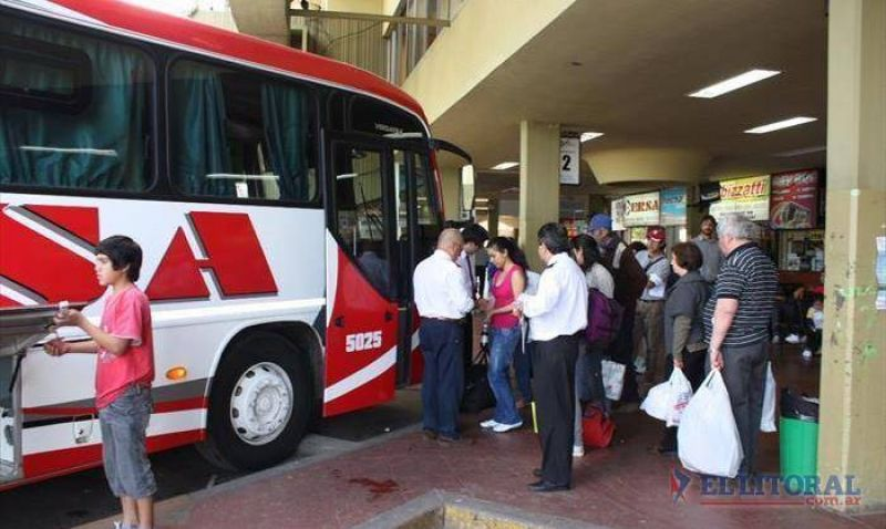 Paro nacional de colectivos que esperan no resienta los servicios en Corrientes