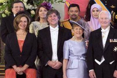 De frac y sonriente, Boudou se codeó con la realeza europea