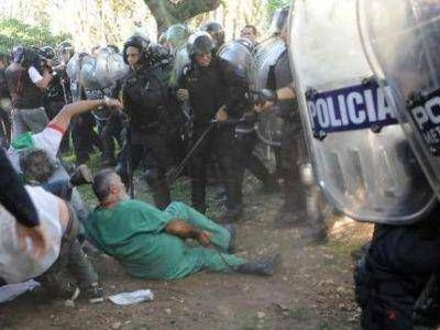 """PROTESTA EN MAR DEL PLATA CON LA CONSIGNA """"EL BORDA SOMOS TODOS"""""""