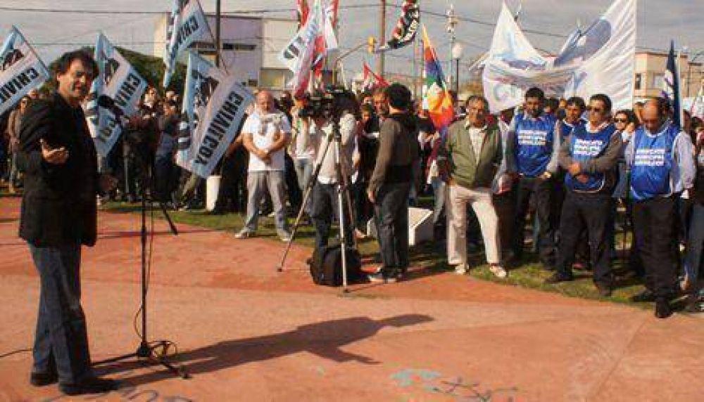 Contundente demostración de unidad sindical en el acto por el Día de los Trabajadores