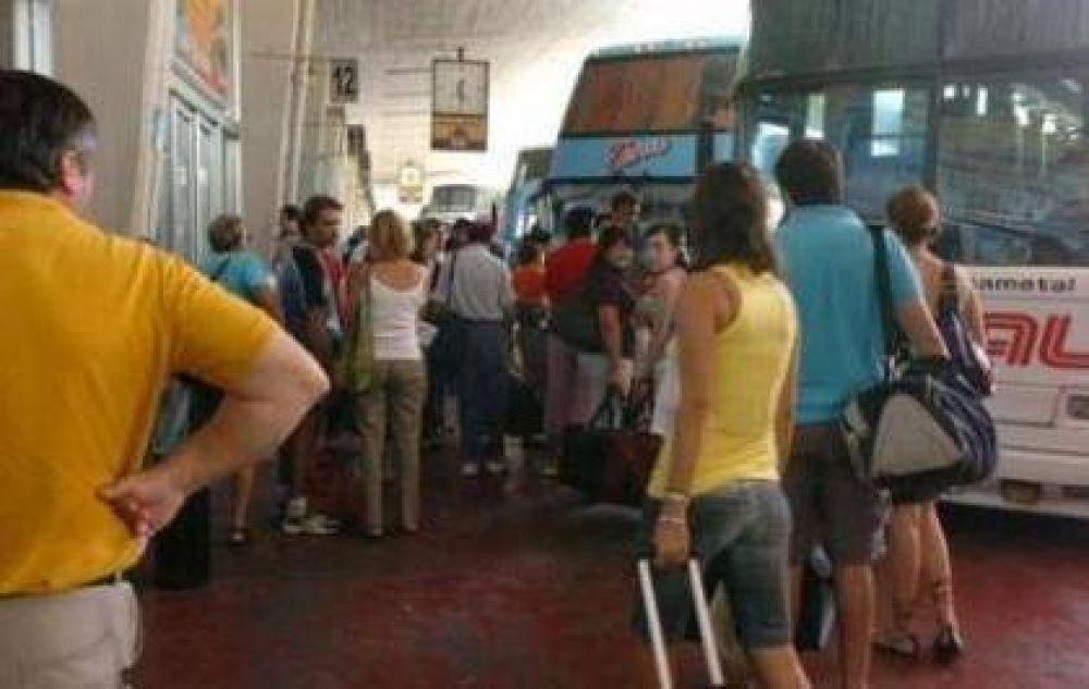 El transporte de larga distancia sigue de paro en La Rioja y el país