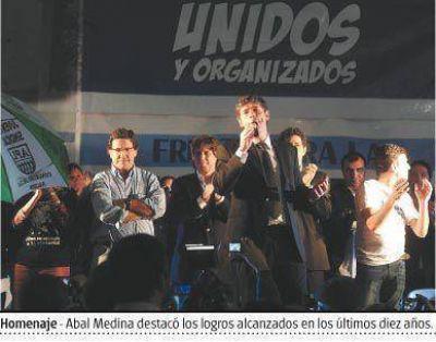 Unidos y Organizados record� a Kirchner con cr�ticas al PJ opositor