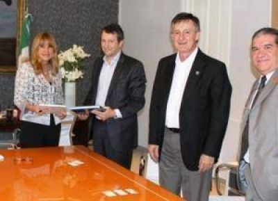 Aída Ayala recibió a autoridades del Banco Hipotecario por alcances de PROCREAR