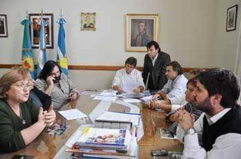 El Municipio y Suteba firman convenio por viviendas para docentes  .