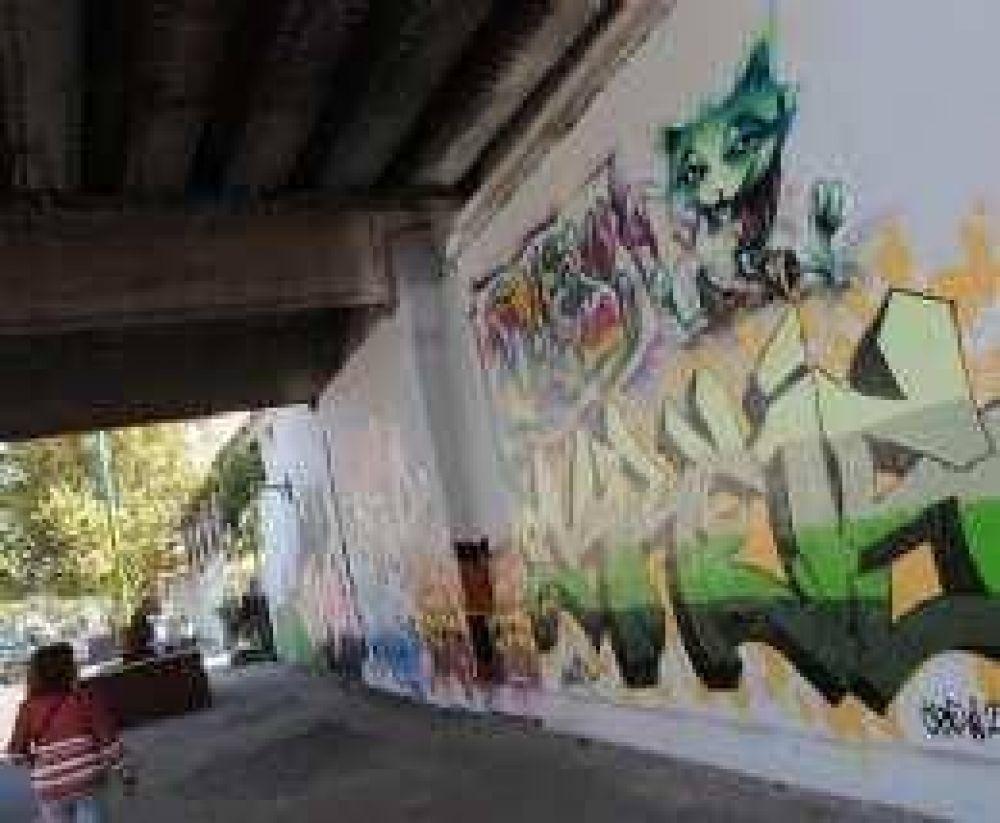 Los grafitis le ganan a la voracidad proselitista