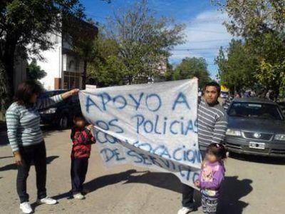 Por mandar presos a cuatro policías