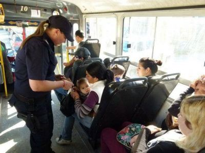 Se realizaron ayer operativos policiales sobre micros de líneas urbanas e interurbanas