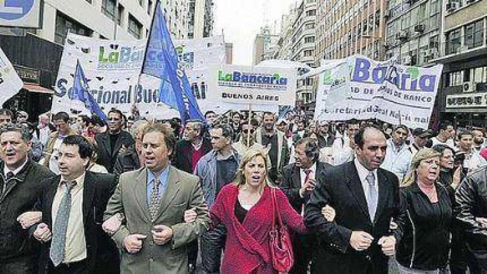 Marplatenses en la marcha de los trabajadores Bancarios en la City porteña