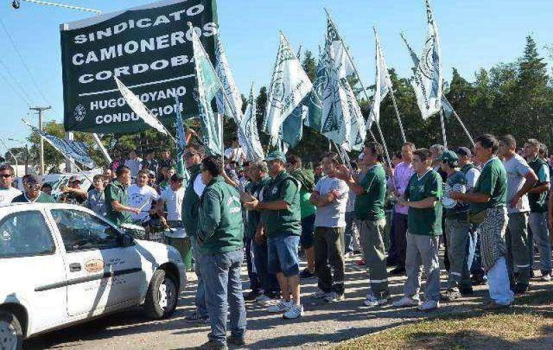 Camioneros amenaza con nacionalizar bloqueos a los súper