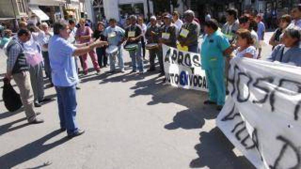 Aprosca y Autoconvocados levantan el paro después de reunirse con Villagra