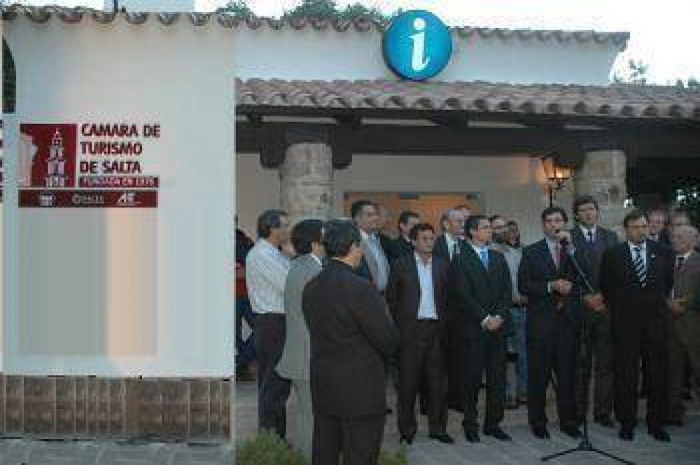 El gobernador Urtubey inauguró la sede de la Camara de Turismo.