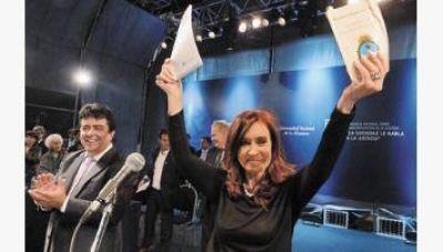 CFK pidió reformar la Constitución aunque aclaró que no la impulsa