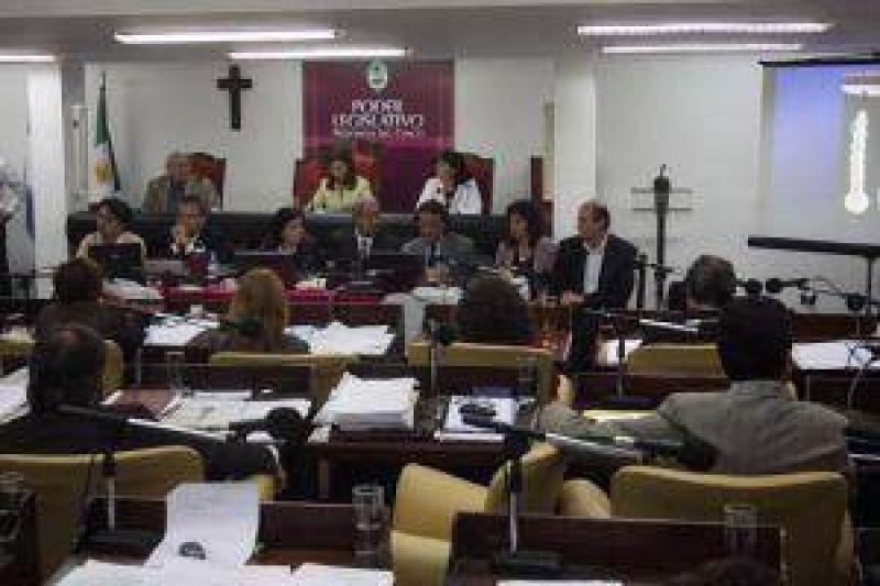 La extensa interpelación provocó fuertes cruces verbales y hasta el pedido de renuncia de la ministra