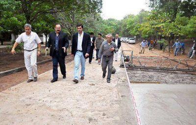 Urtubey visitó las obras en el acceso al paraje Virgen de la Peña y supervisó otros trabajos