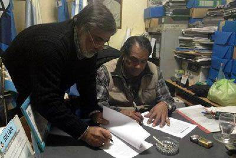 Los Municipales de Caleta firmaron un acuerdo con C�rdoba y podr�an levantar el paro
