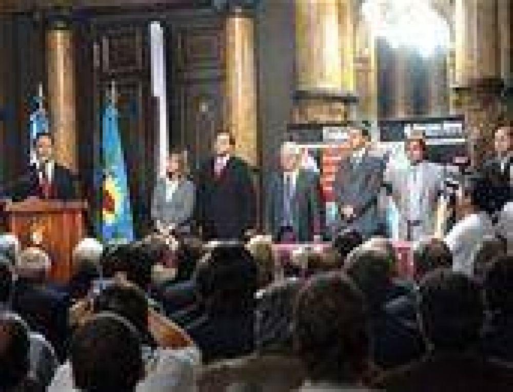 Scioli garantizó la continuidad laboral de más de 15 mil trabajadores