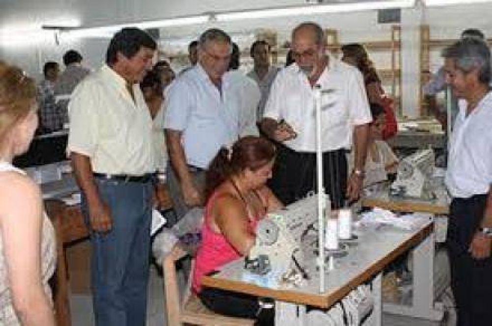 Ibáñez entrego matriculas a entidades cooperativas