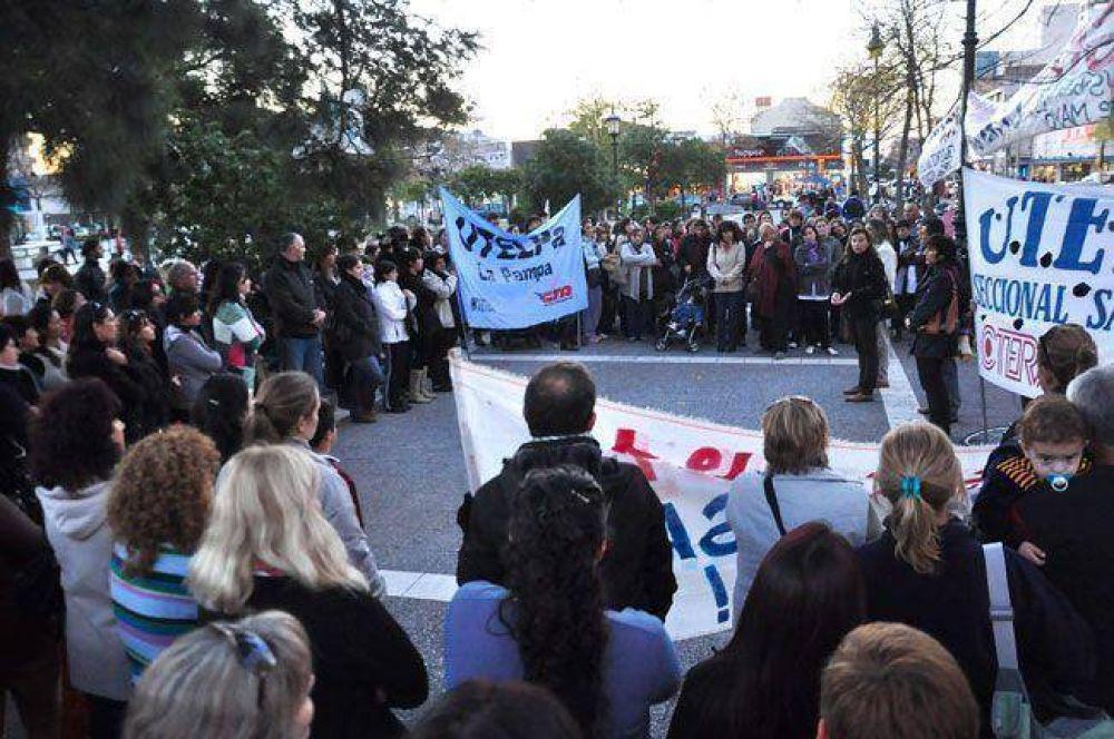 UTELPA y los docentes protestaron por la violencia en las escuelas y amenazan con paro