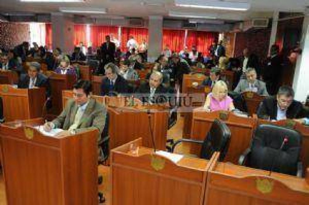 Luego de criticar al oficialismo, Castillo cargó contra diputados del FCyS y las minorías