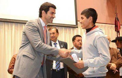 El esfuerzo de estudiantes salteños con los mejores promedios fue reconocido por el gobernador Urtubey