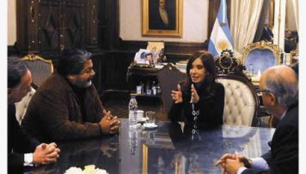 Cristina anunció el cierre de dos paritarias en 24%, pero solo firmó la Uocra