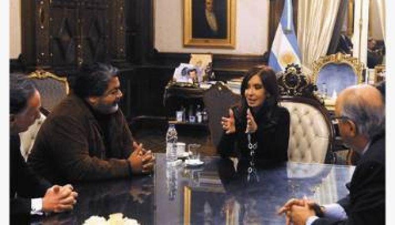 Cristina anunci� el cierre de dos paritarias en 24%, pero solo firm� la Uocra