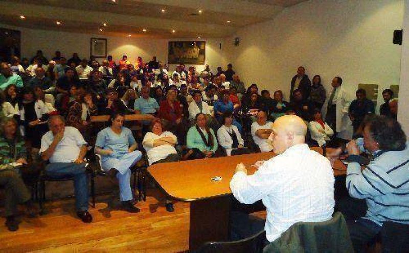 Asamblea de municipales de Vicente López en reclamo de un aumento salarial