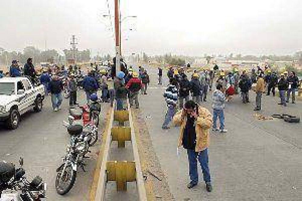 Caos vehicular en la autopista por fuerte protesta de la Uocra podría repetirse hoy