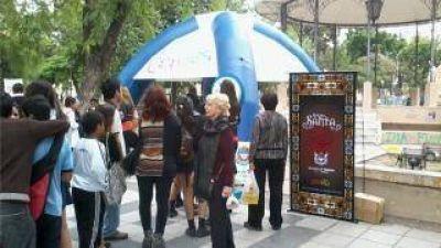 Presentarán oblea para que turistas estacionen gratis y sin restricciones