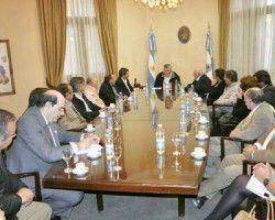 Gioja reunió a sus ministros y les pidió que reduzcan el gasto público