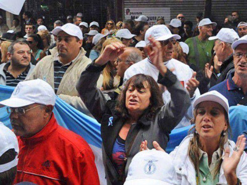 Mercantiles bloquear�n el acceso a los shoppings el 25 de Mayo