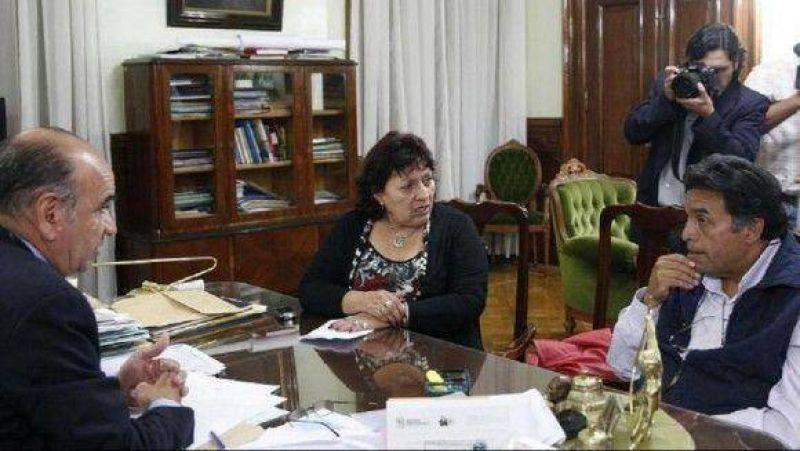 Estatales piden equiparar las asignaciones locales con el monto que dispuso la Naci�n